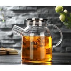 Заварочный стеклянный чайник с фильтром-пружинкой в носике, объем 1600 мл с металлической крышкой