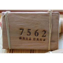 """Пуэр Шу с уезда Менхай """"7562"""" 2008 года 250 грамм в бамбуковых листьях"""